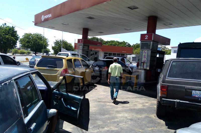Largas colas en estaciones de servicio de Barquisimeto - La Prensa de Lara