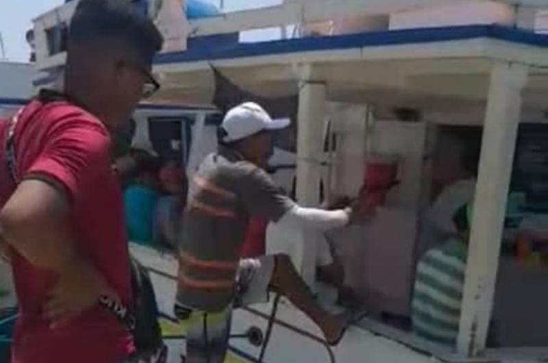 Rescataron a dos personas que estaban en la embarcación Don Rafa - La Prensa de Lara